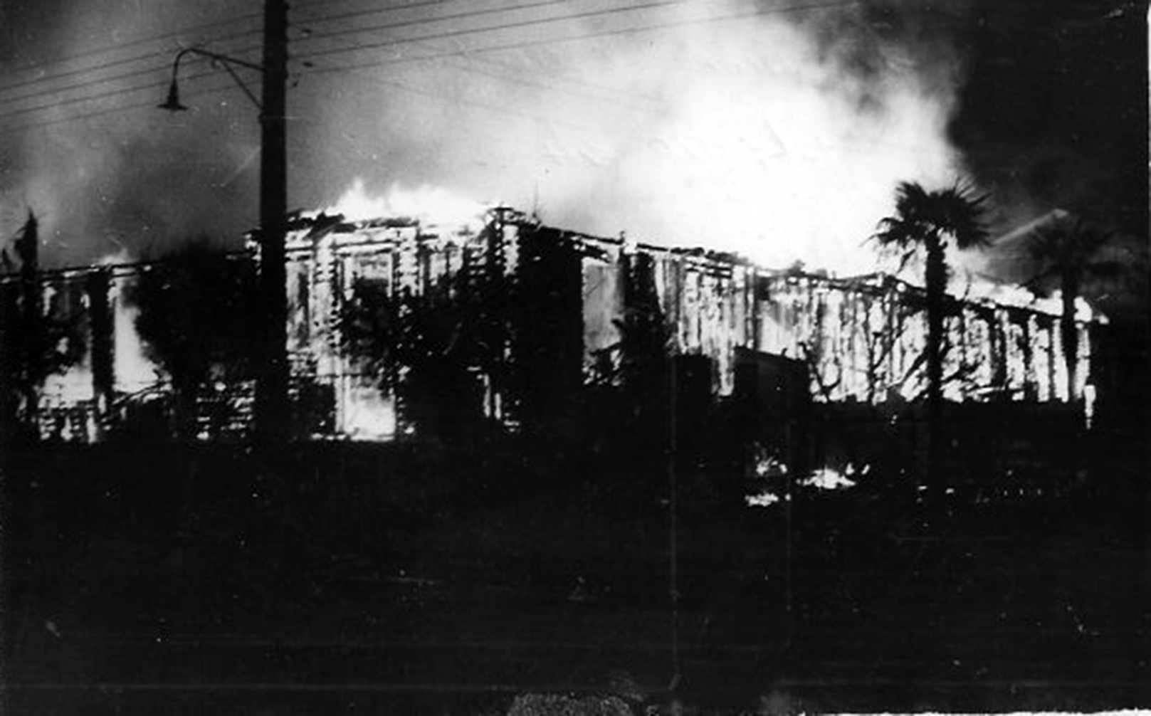 Enterreno - Fotos históricas de chile - fotos antiguas de Chile - Incendio de la Escuela Normal Femenina de Angol, 1960