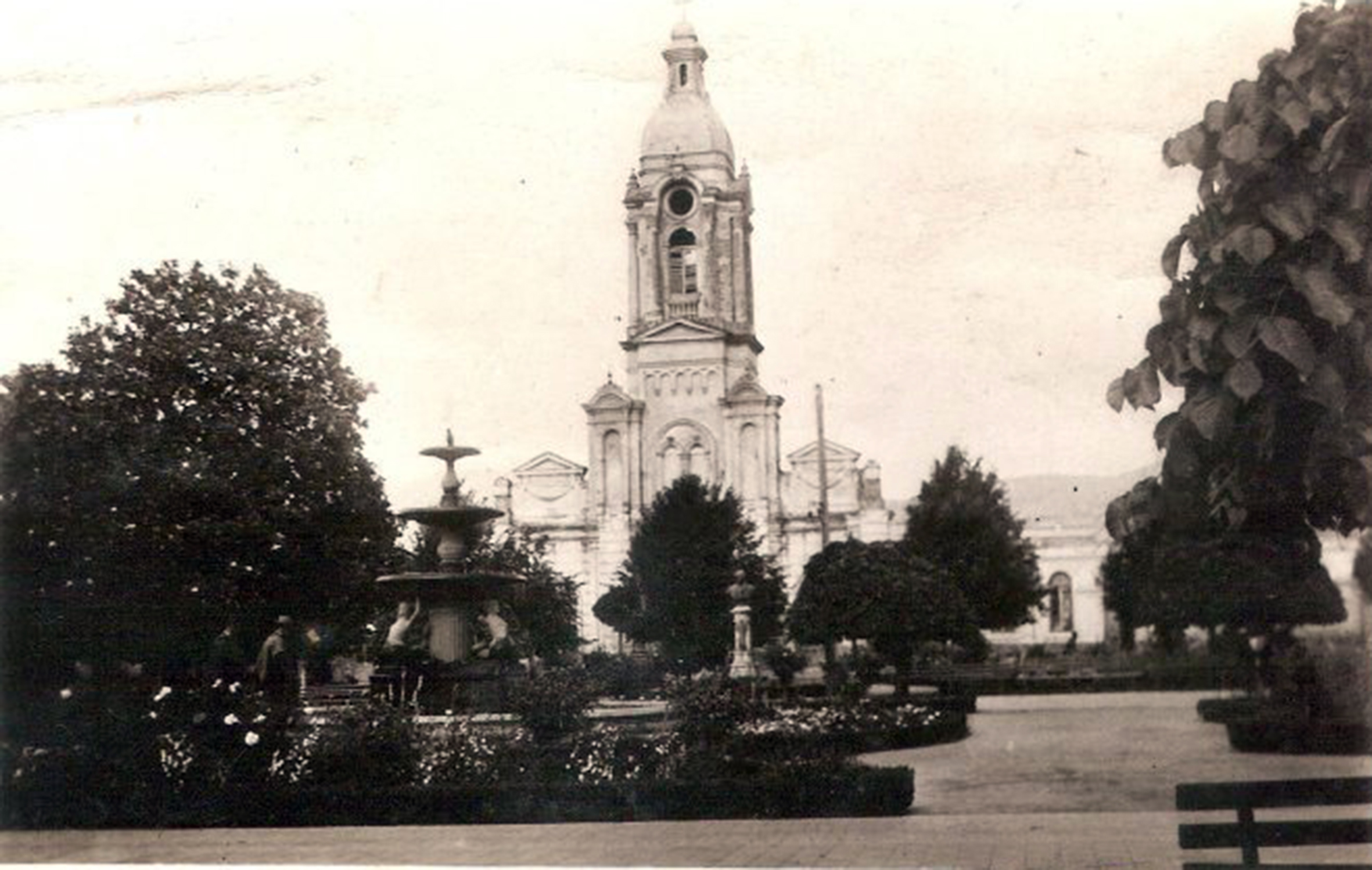 Enterreno - Fotos históricas de chile - fotos antiguas de Chile - Iglesia La Matriz de Angol en 1939