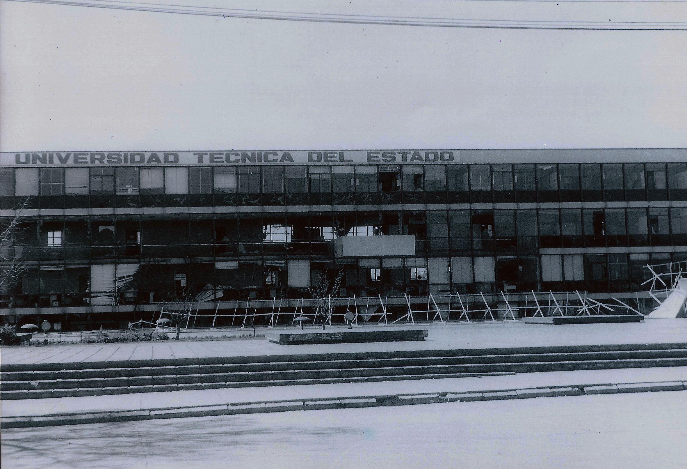 Enterreno - Fotos históricas de chile - fotos antiguas de Chile - Universidad Técnica del Estado en 1973