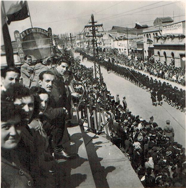 Enterreno - Fotos históricas de chile - fotos antiguas de Chile - Desfile conmemorativo del Desastre de Rancagua, 1945
