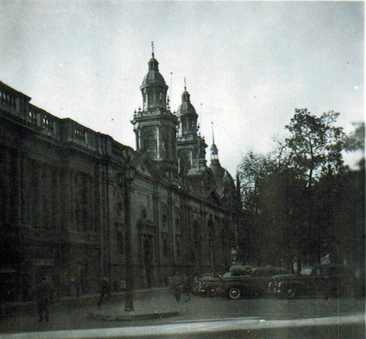 Enterreno - Fotos históricas de chile - fotos antiguas de Chile - Catedral de Santiago en 1945
