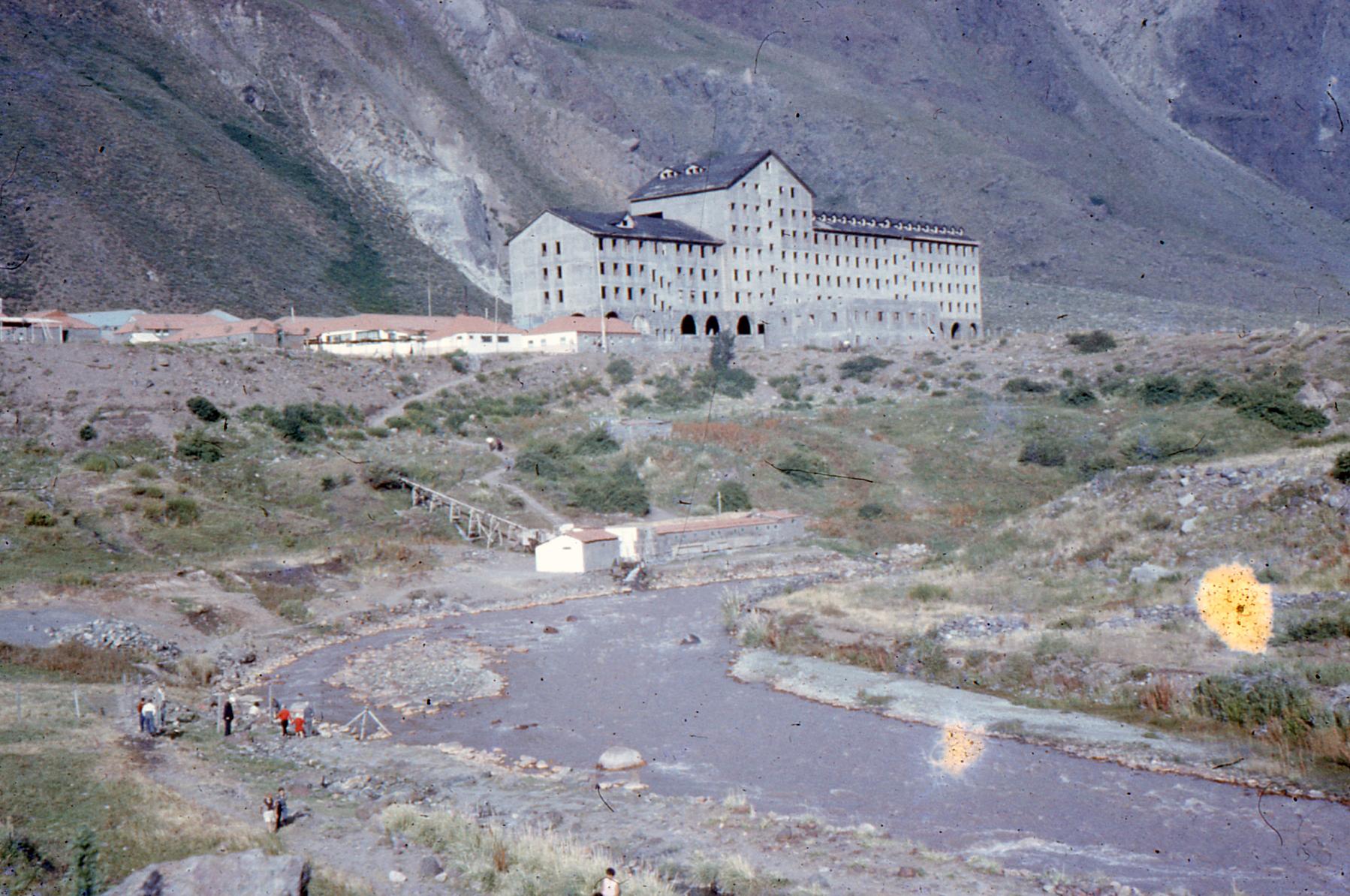 Enterreno - Fotos históricas de chile - fotos antiguas de Chile - Hotel Termas El Flaco  en 1958