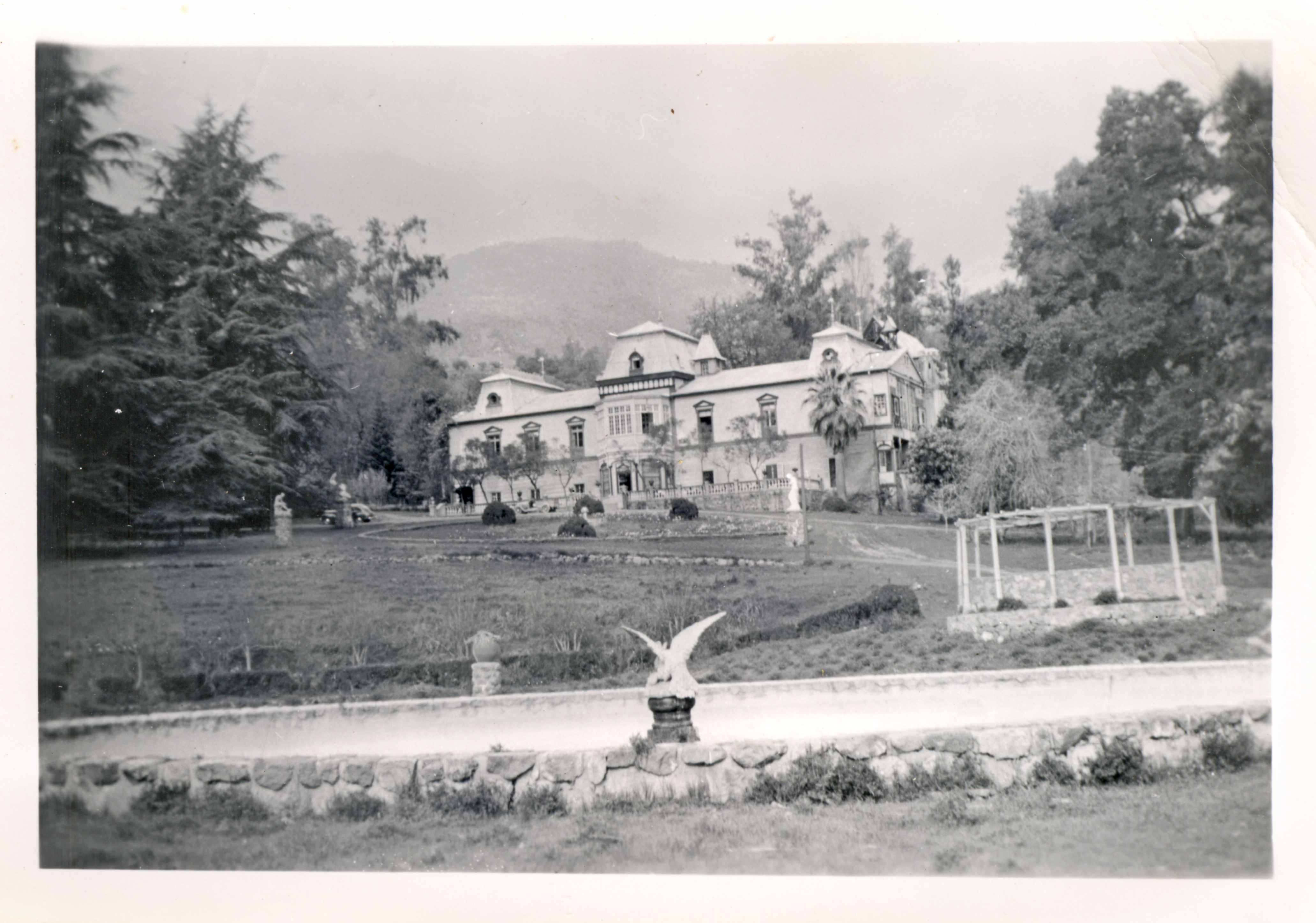 Enterreno - Fotos históricas de chile - fotos antiguas de Chile - Parque y Casona Arrieta en 1955
