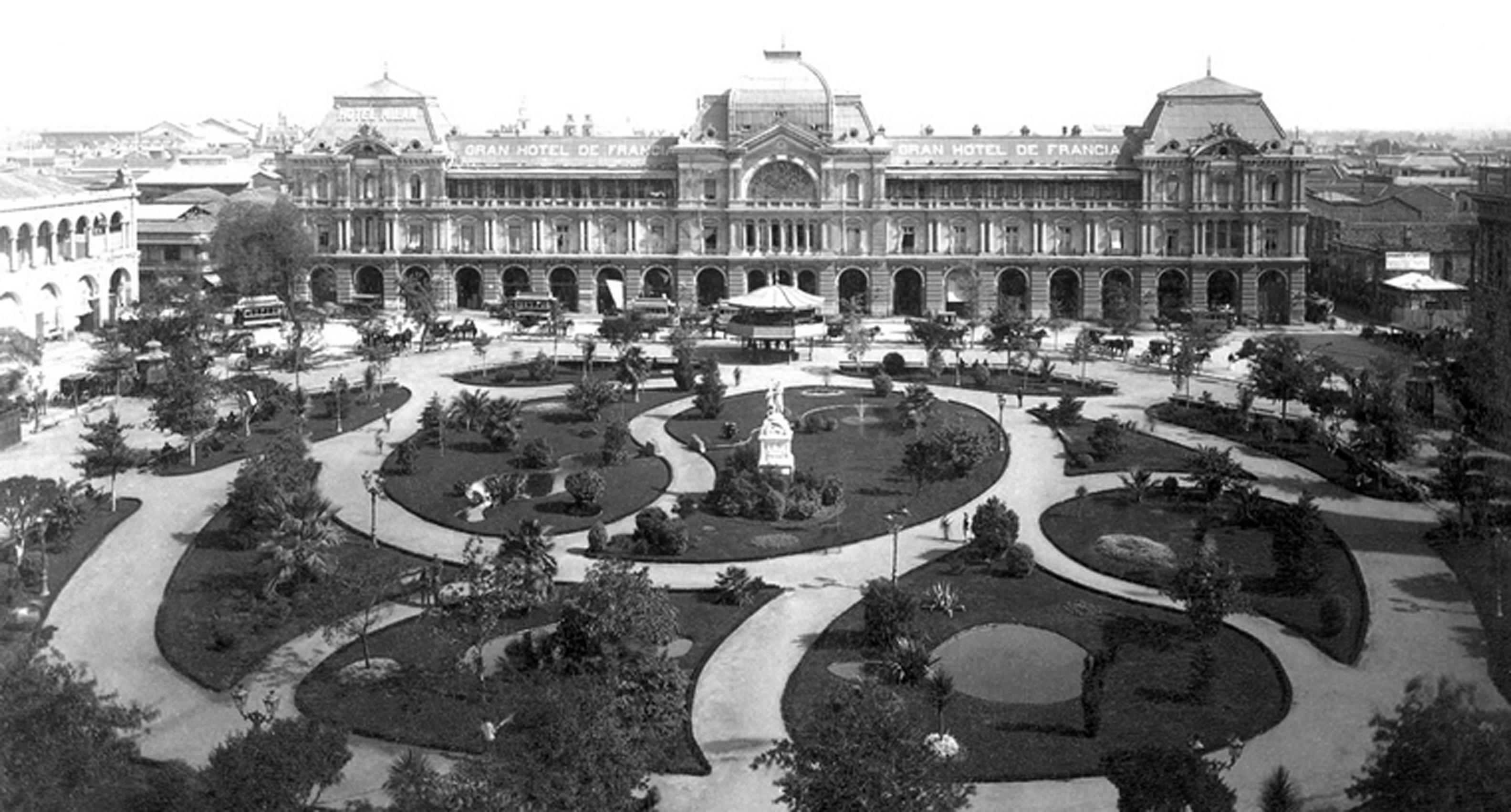 Enterreno - Fotos históricas de chile - fotos antiguas de Chile - Plaza de Armas de Santiago en 1890