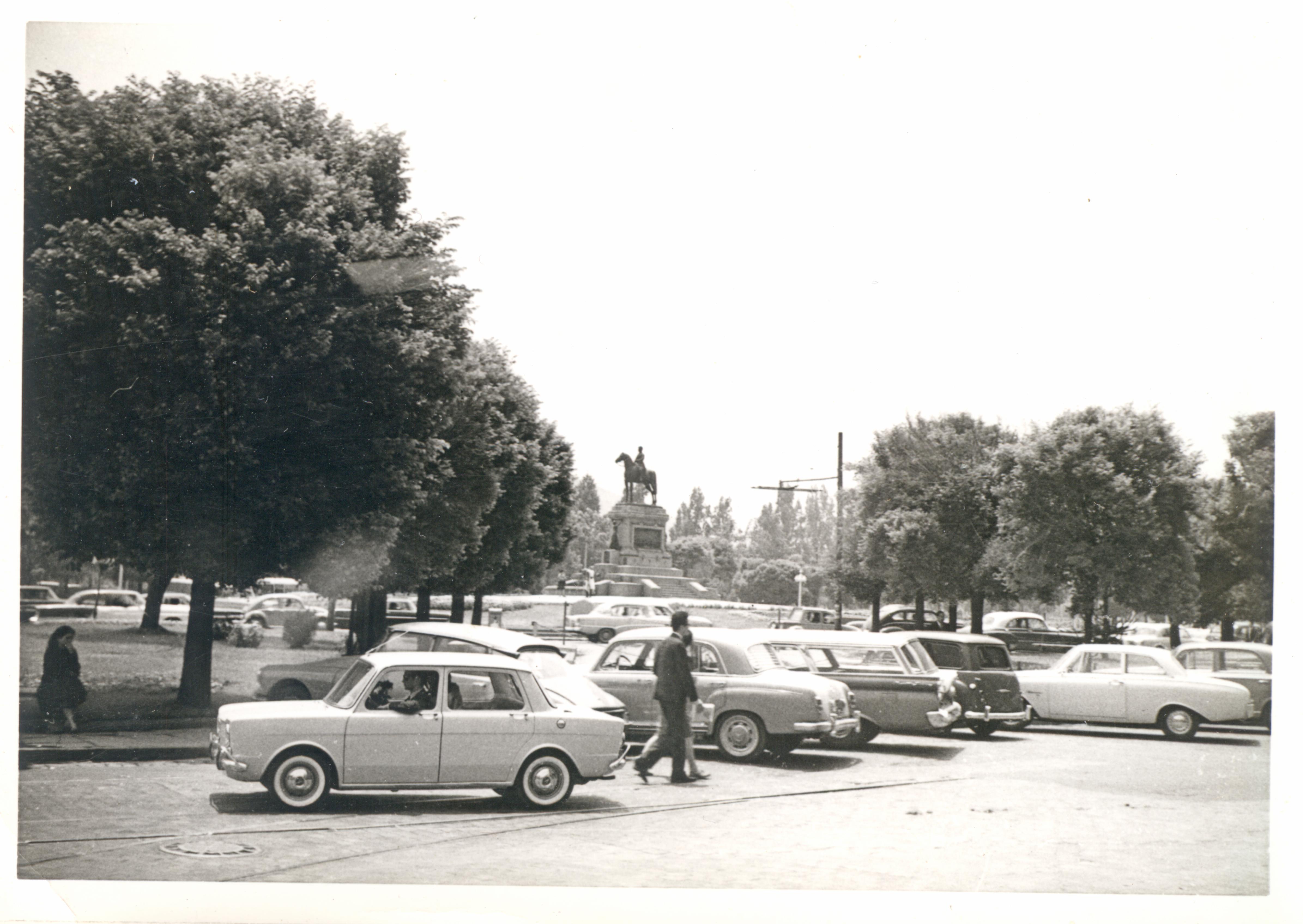 Enterreno - Fotos históricas de chile - fotos antiguas de Chile - Plaza Baquedano en 1965