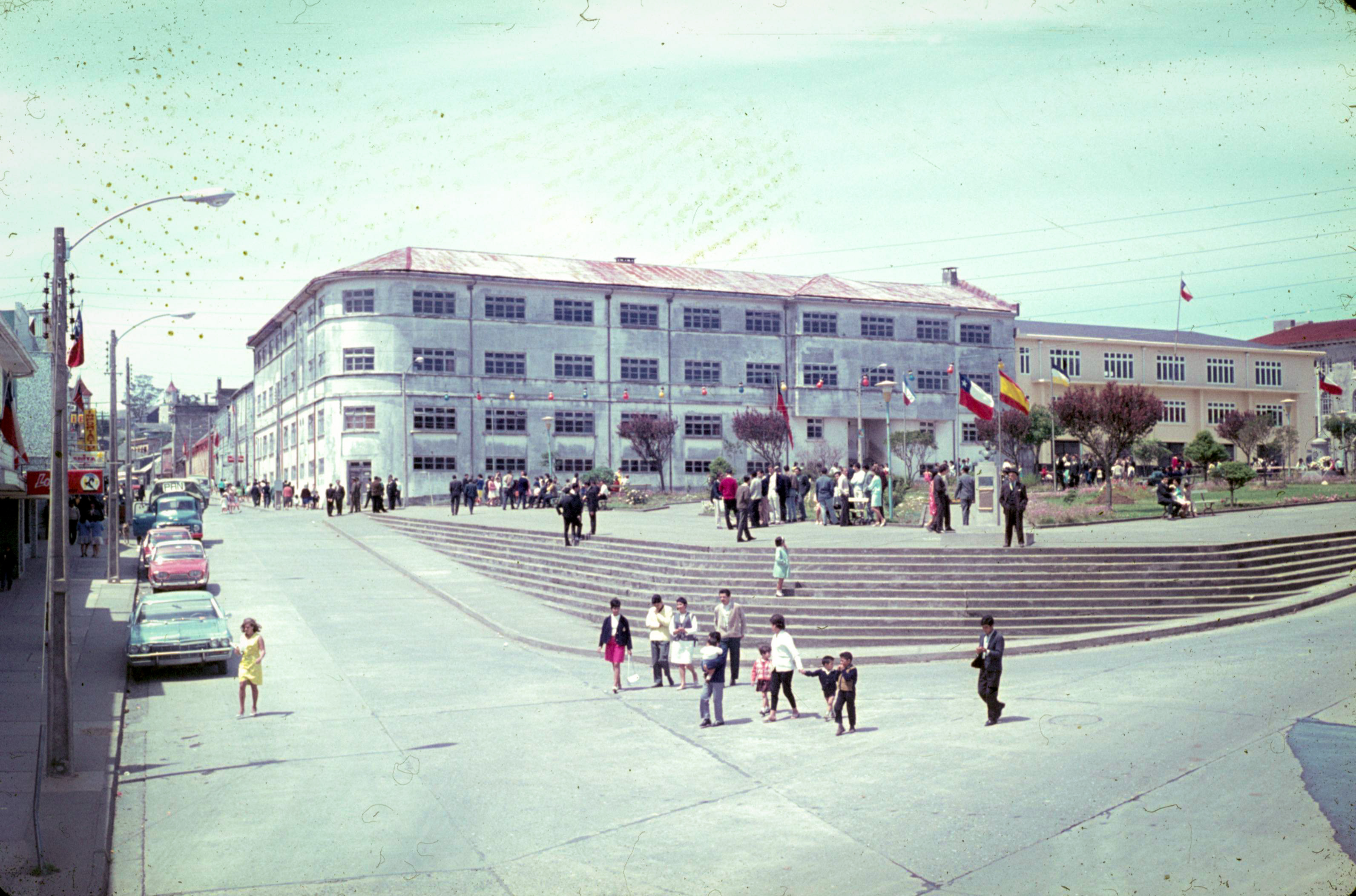 Enterreno - Fotos históricas de chile - fotos antiguas de Chile - Plaza de Armas de Ancud, 1967