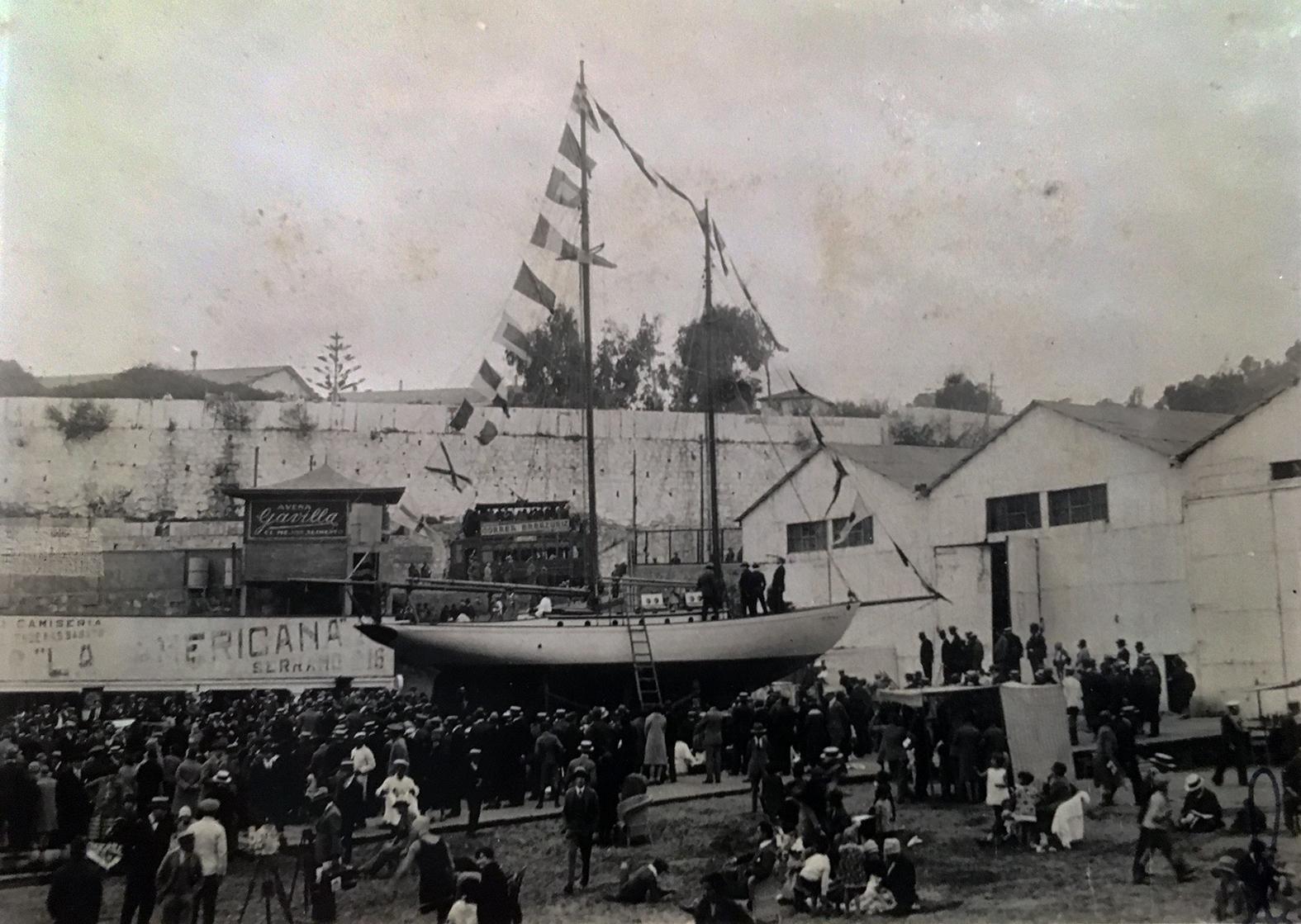 Enterreno - Fotos históricas de chile - fotos antiguas de Chile - Lanzamiento de Yate Quivolgo, años 20s