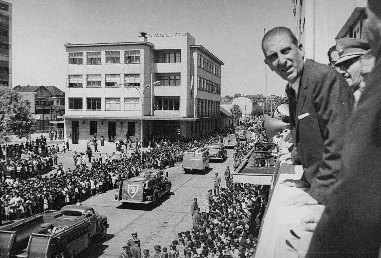 Enterreno - Fotos históricas de chile - fotos antiguas de Chile - Presidente Frei en Osorno, 1969