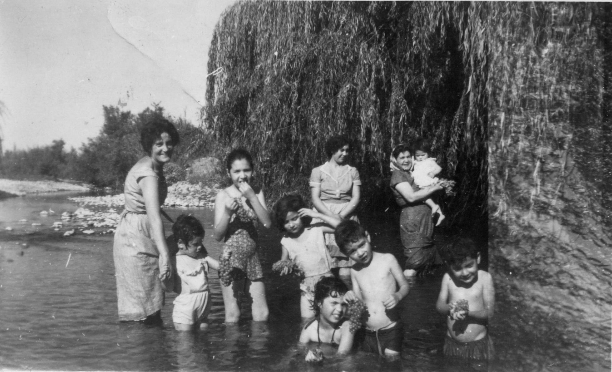 Enterreno - Fotos históricas de chile - fotos antiguas de Chile - Verano en sector Potrero Grande en 1960