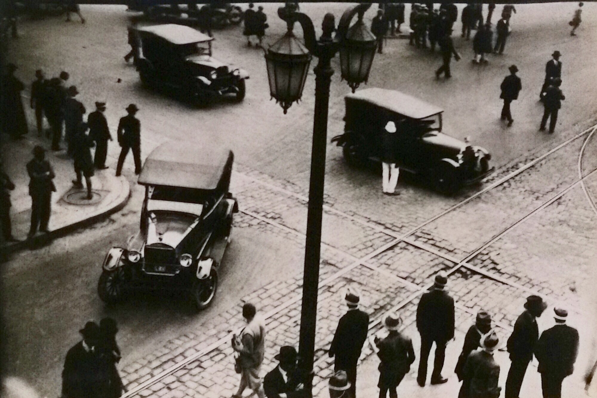 Enterreno - Fotos históricas de chile - fotos antiguas de Chile - Problemas de tránsito en Santiago, 1923
