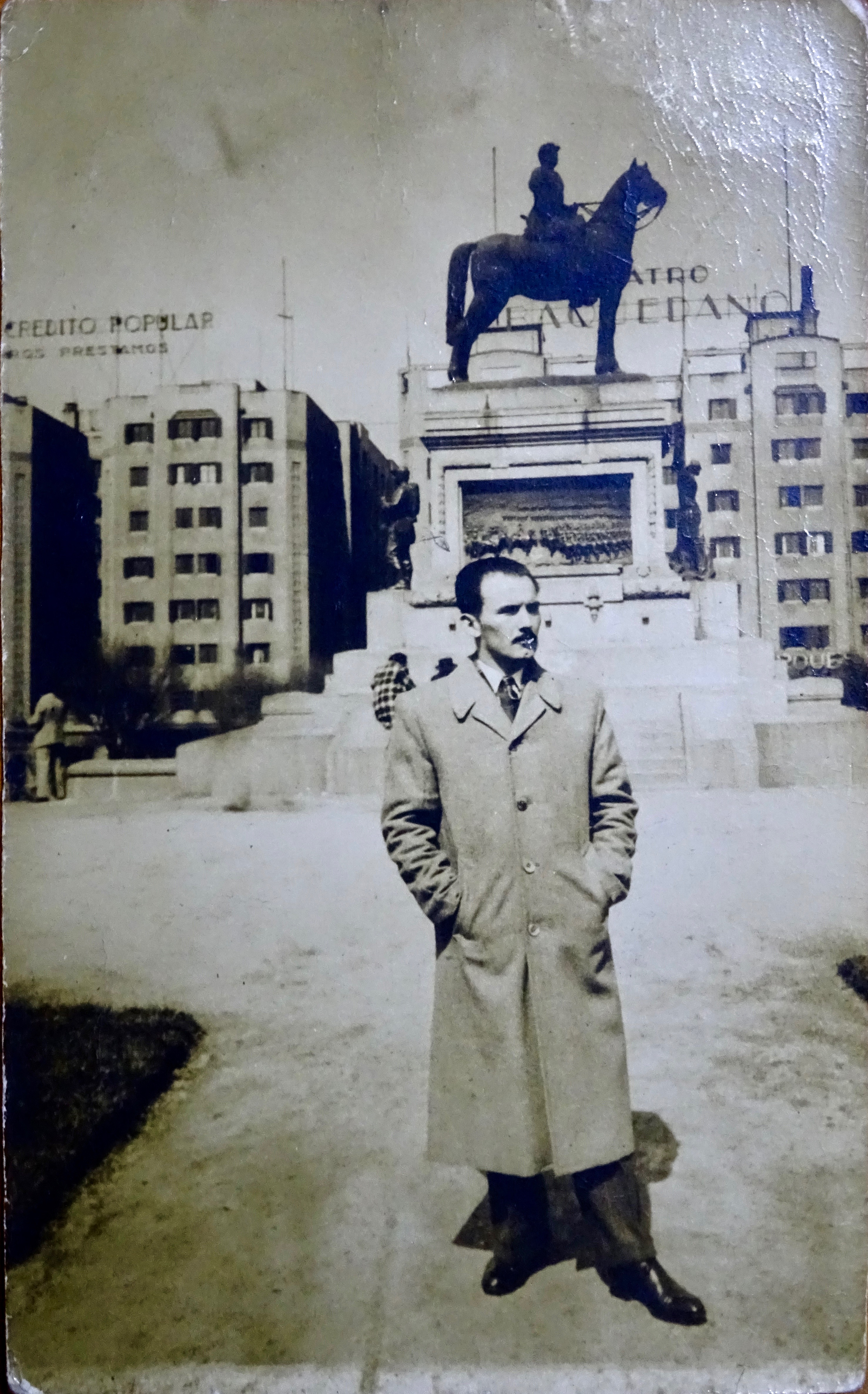 Enterreno - Fotos históricas de chile - fotos antiguas de Chile - Plaza Baquedano en 1947