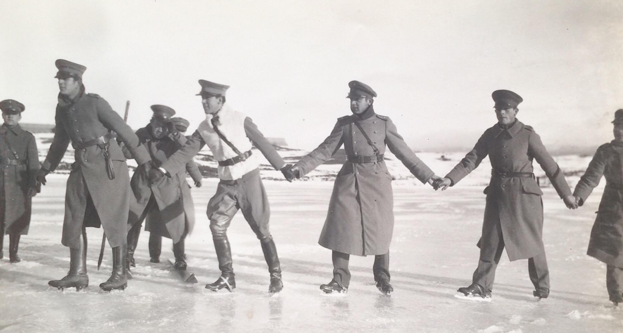 Enterreno - Fotos históricas de chile - fotos antiguas de Chile - Soldados Punta Arenas en 1918