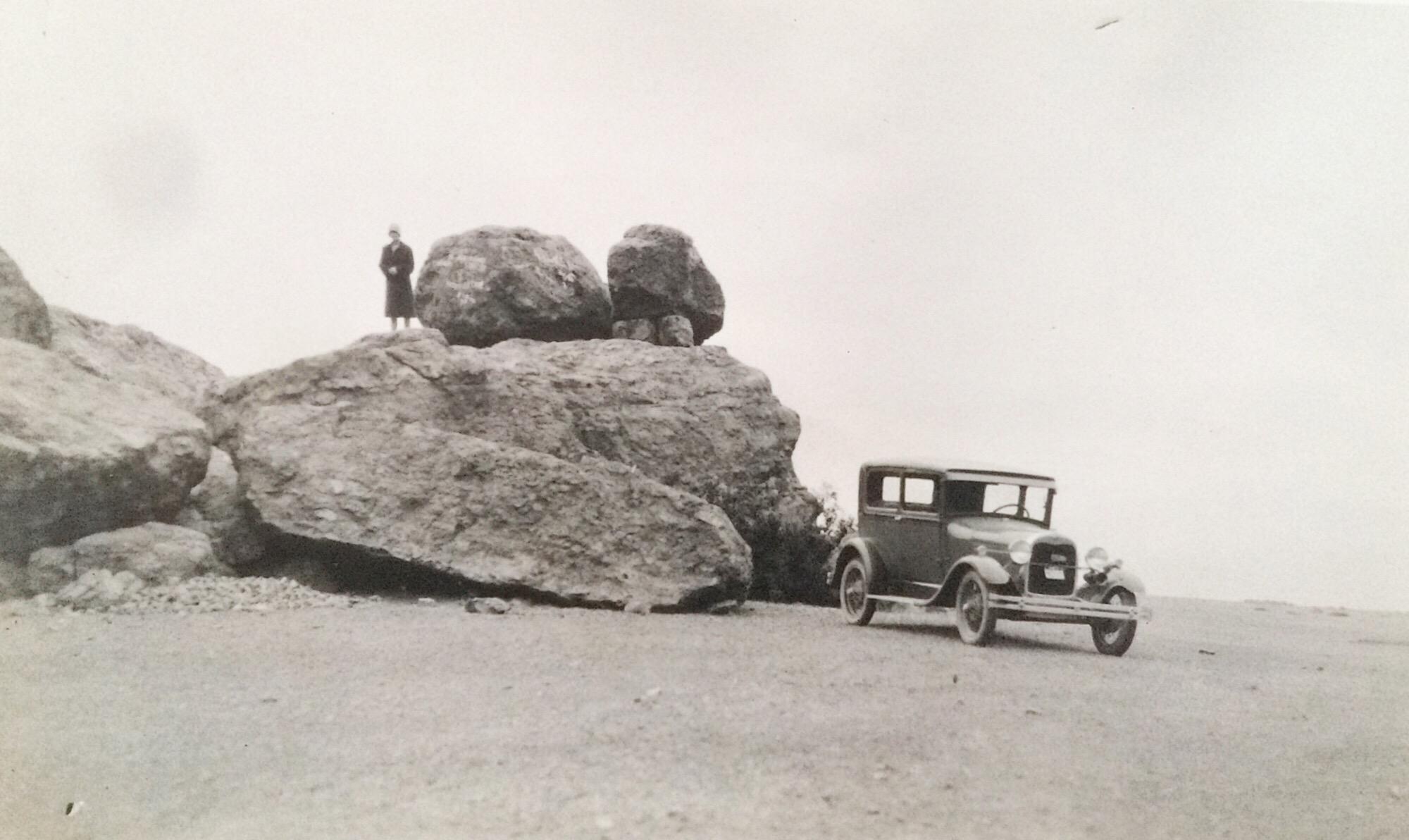 Enterreno - Fotos históricas de chile - fotos antiguas de Chile - Automóvil en Meseta Jahuel, 1918