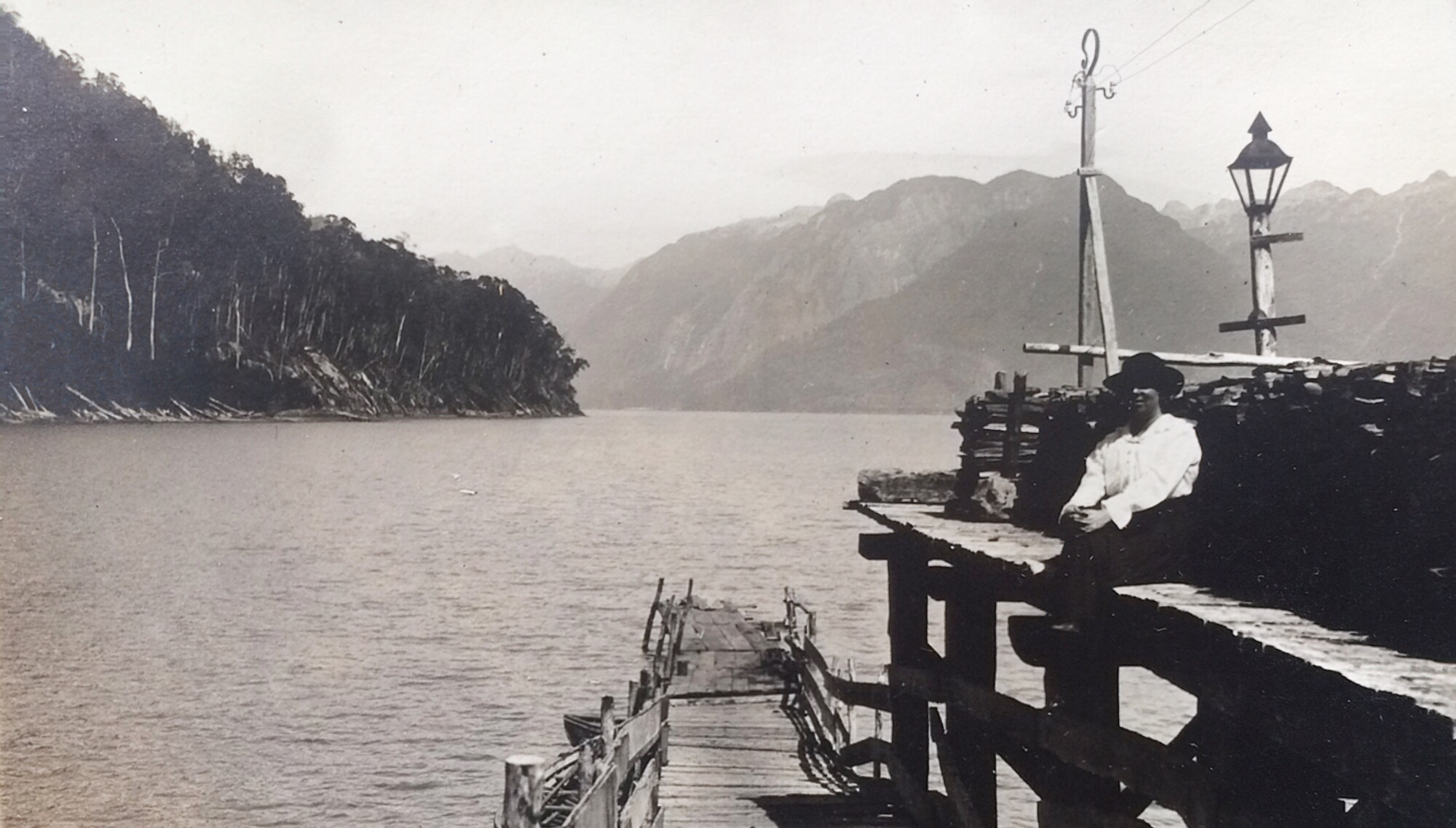 Enterreno - Fotos históricas de chile - fotos antiguas de Chile - Muelle de Peulla en 1920