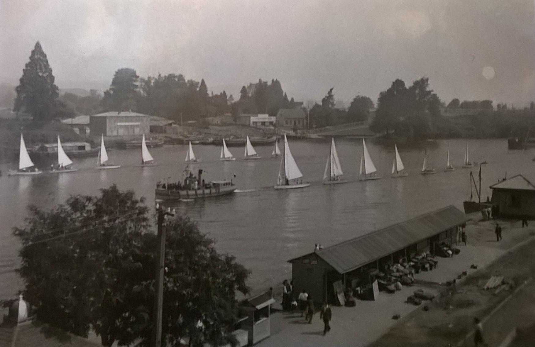 Enterreno - Fotos históricas de chile - fotos antiguas de Chile - Veleros en el Río Calle Calle en 1930