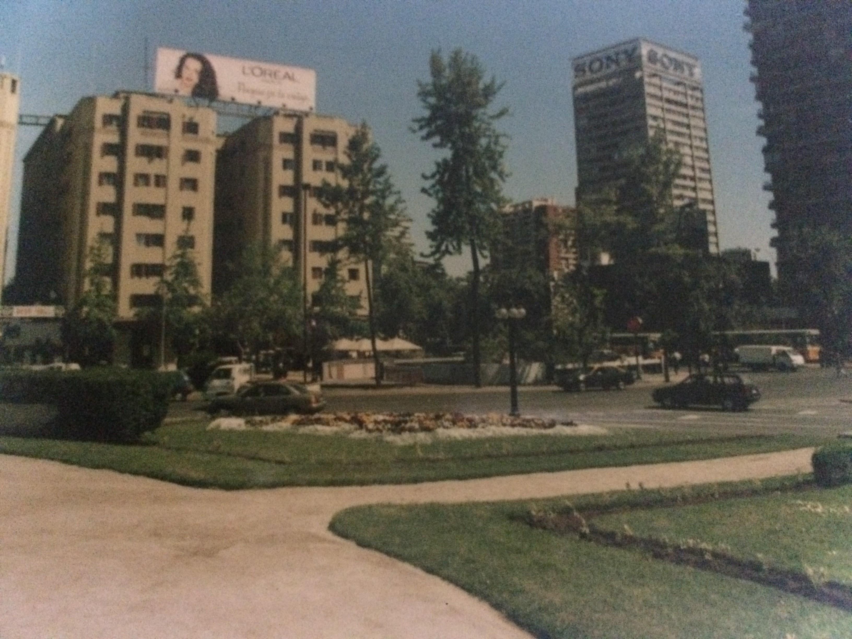 Enterreno - Fotos históricas de chile - fotos antiguas de Chile - Plaza Baquedano en 1997