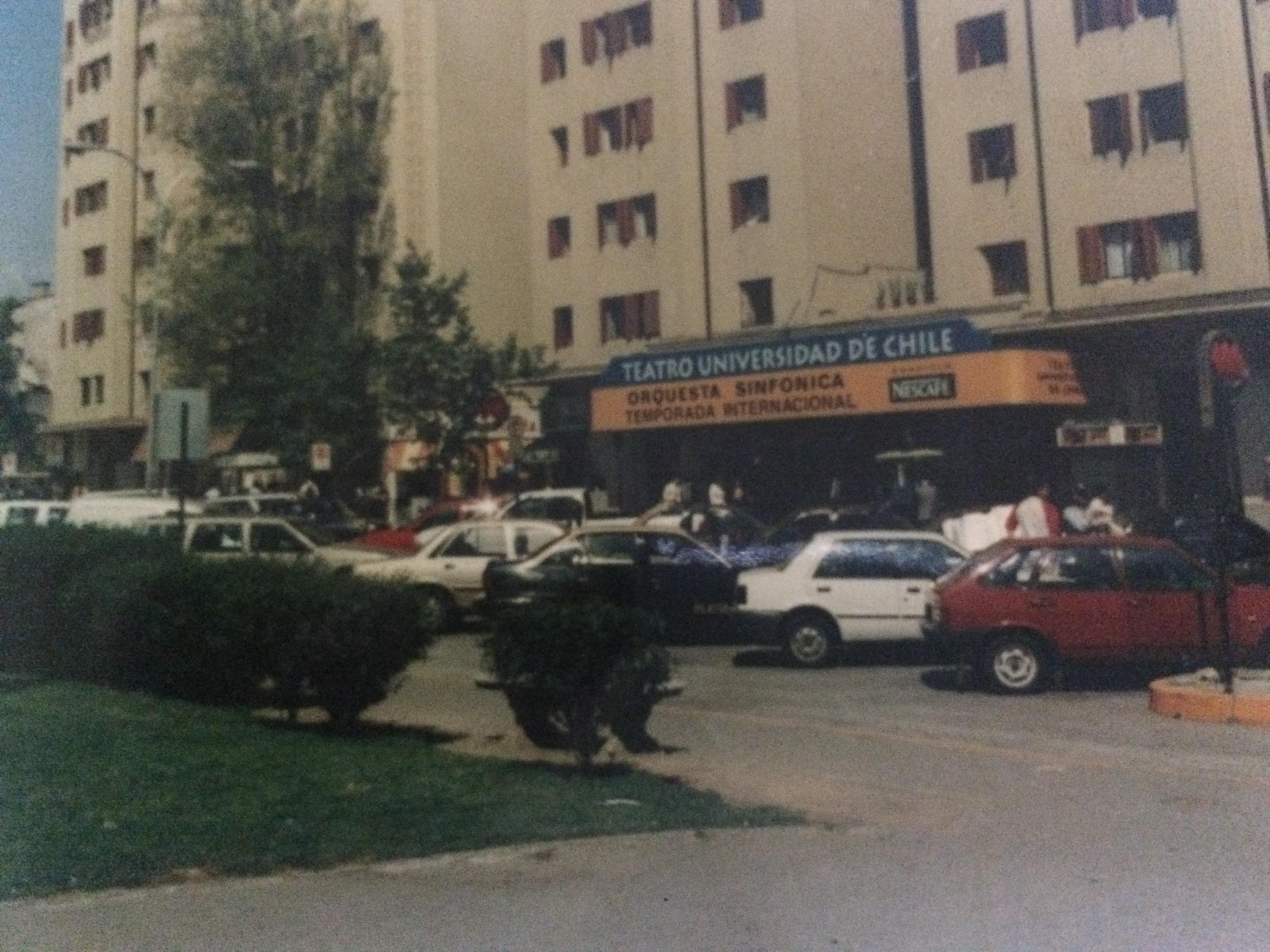 Enterreno - Fotos históricas de chile - fotos antiguas de Chile - Teatro Universidad de Chile en 1997