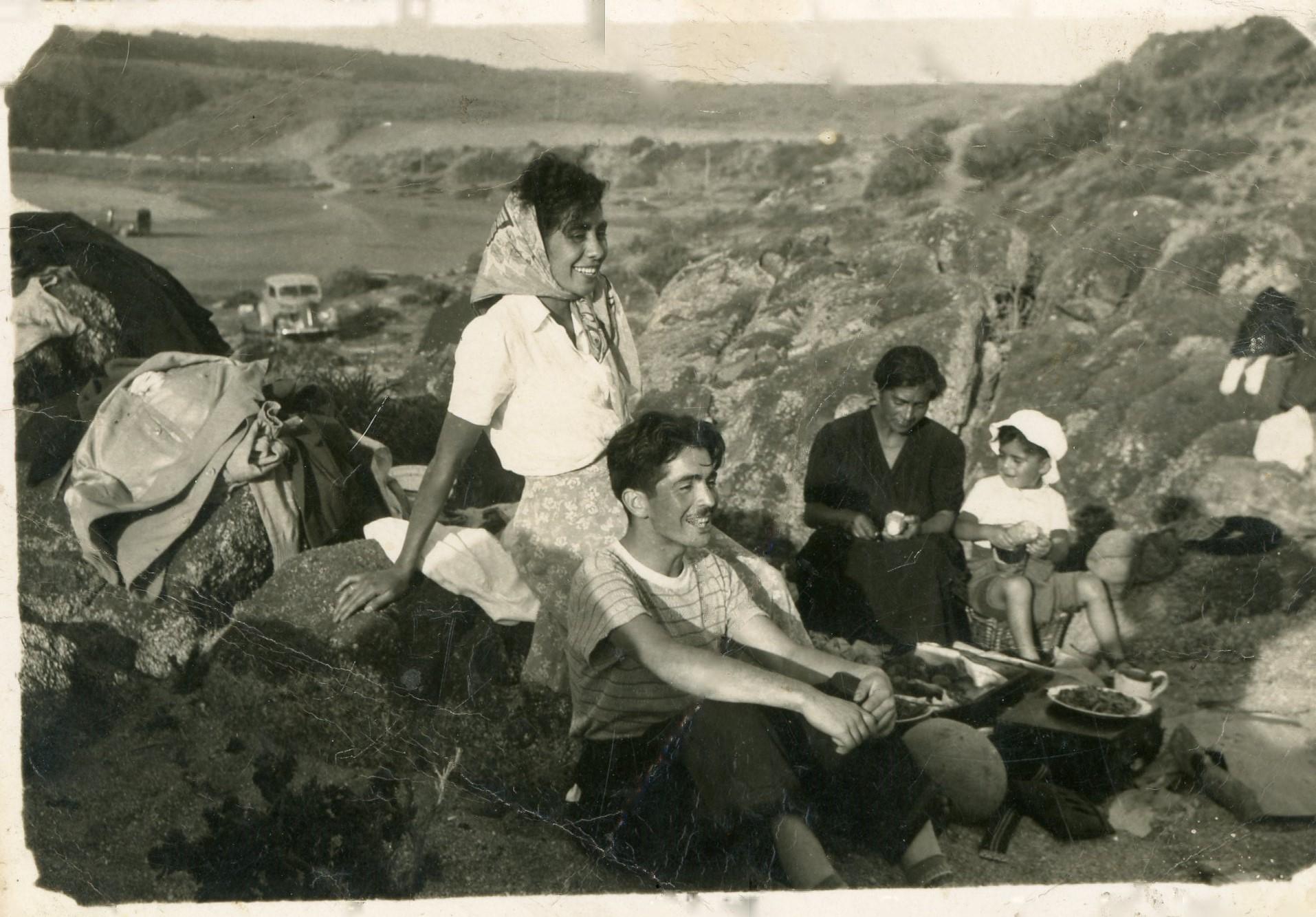 Enterreno - Fotos históricas de chile - fotos antiguas de Chile - Picnic en la Playa en 1955