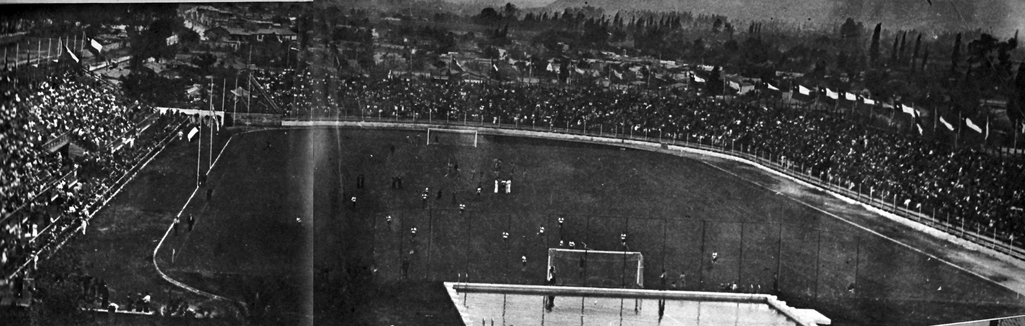Enterreno - Fotos históricas de chile - fotos antiguas de Chile - Estadio Independencia UC, 1945