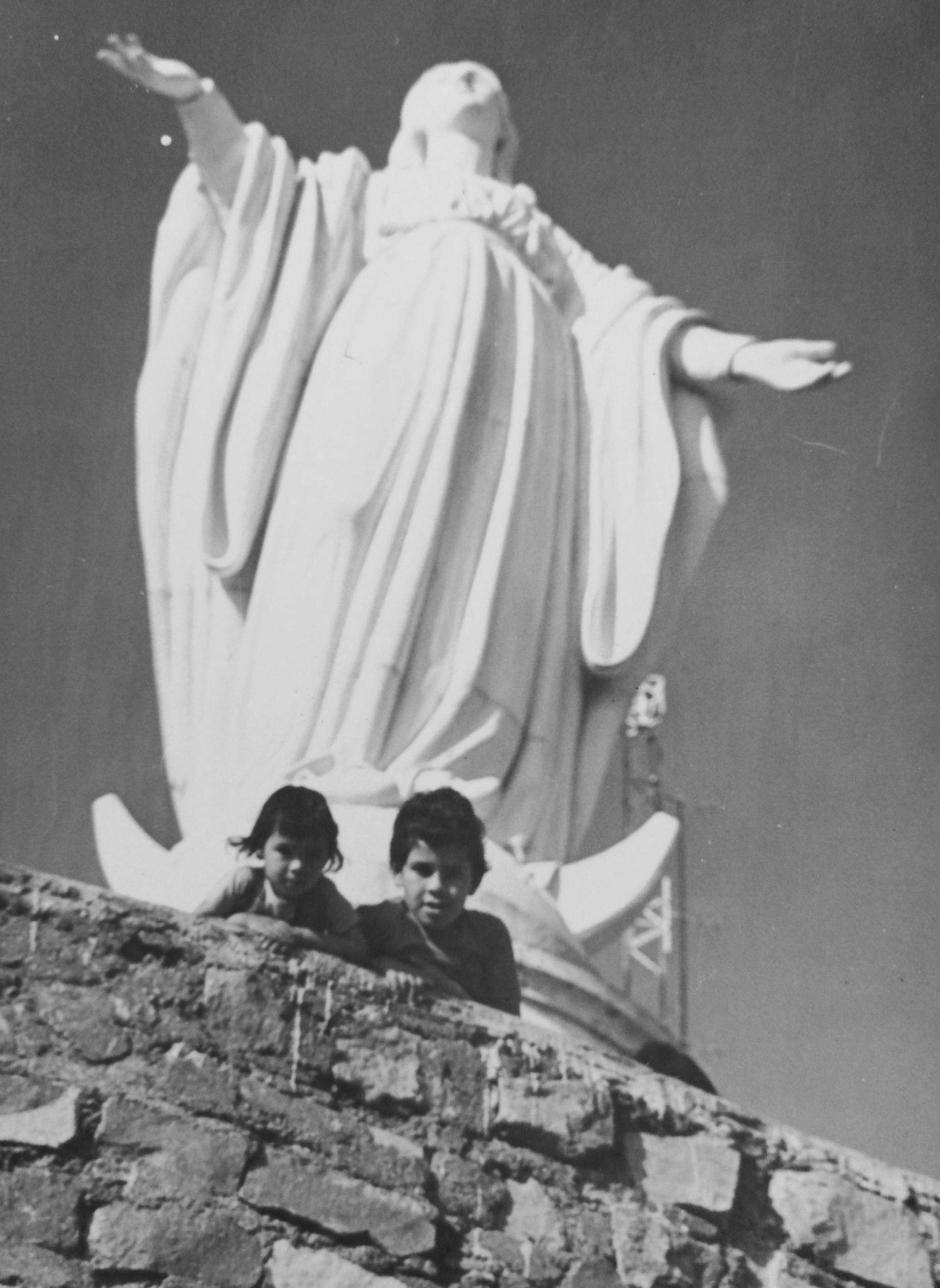 Enterreno - Fotos históricas de chile - fotos antiguas de Chile - Virgen del Cerro San Cristóbal en 1984