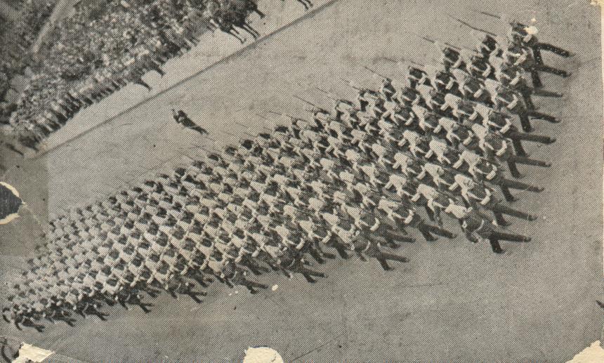Enterreno - Fotos históricas de chile - fotos antiguas de Chile - Desfile en el Parque Cousiño en 1944