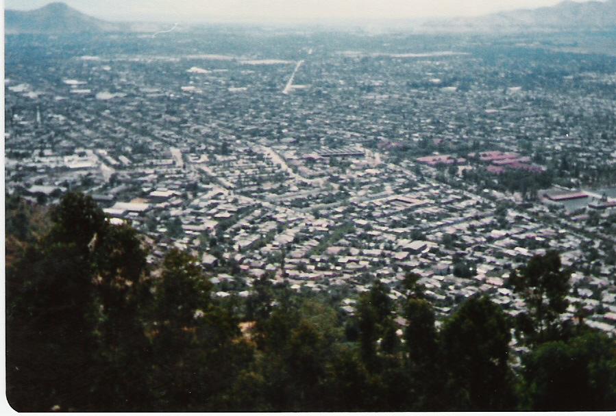 Enterreno - Fotos históricas de chile - fotos antiguas de Chile - VIsta a Providencia, desde el  del Cerro San Cristóbal en 1981