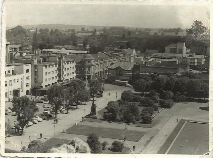 Enterreno - Fotos históricas de chile - fotos antiguas de Chile - Plaza de Armas de Osorno, 1969