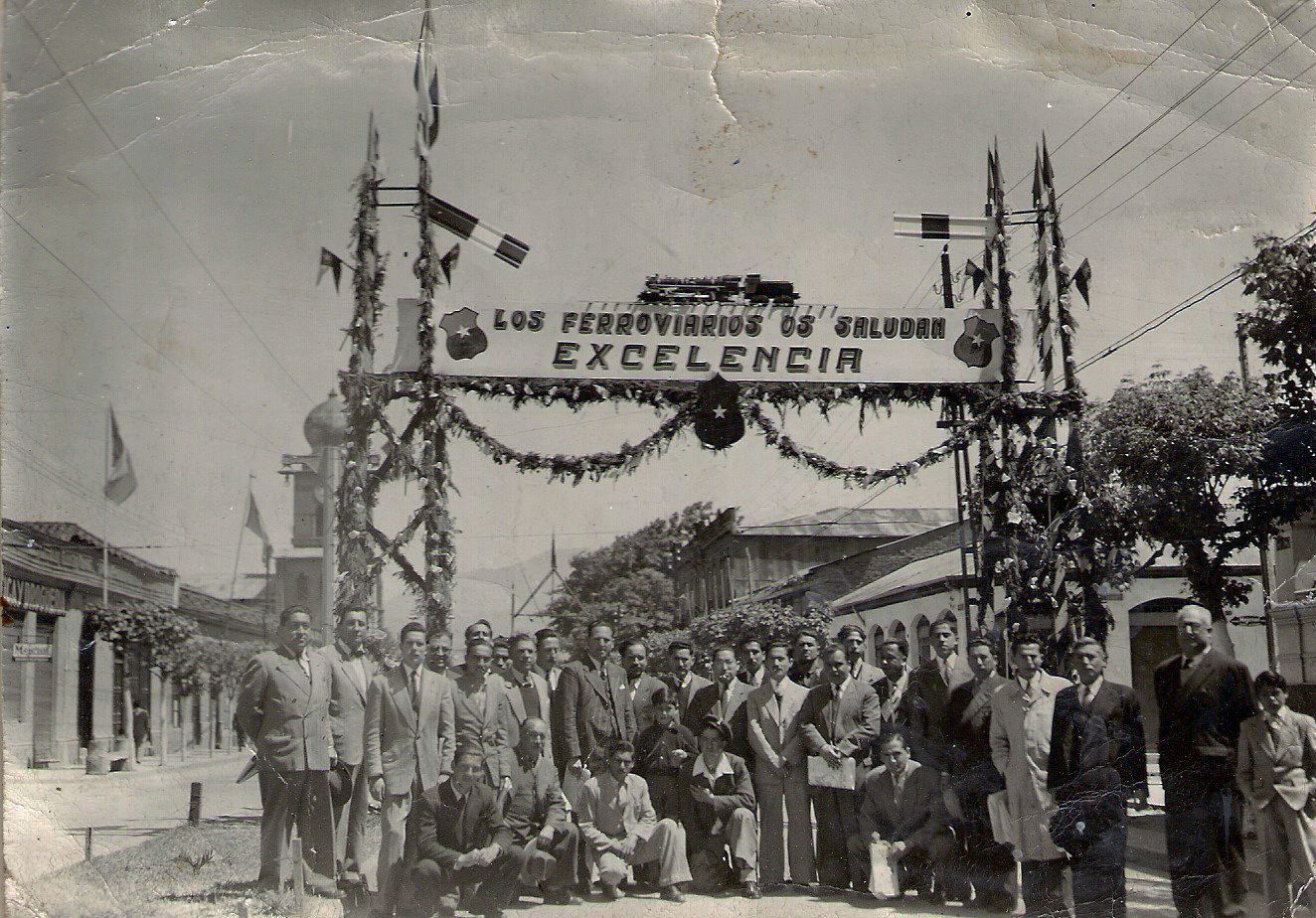 Enterreno - Fotos históricas de chile - fotos antiguas de Chile - Ferroviarios en San Fernando, 1950