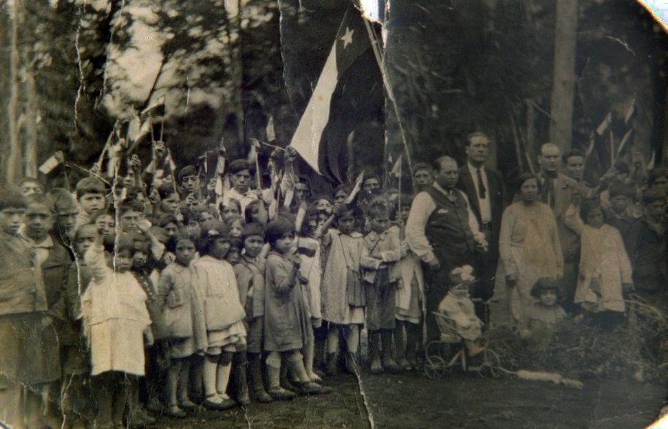 Enterreno - Fotos históricas de chile - fotos antiguas de Chile - Escuela El Límite, Futaleufú en 1920