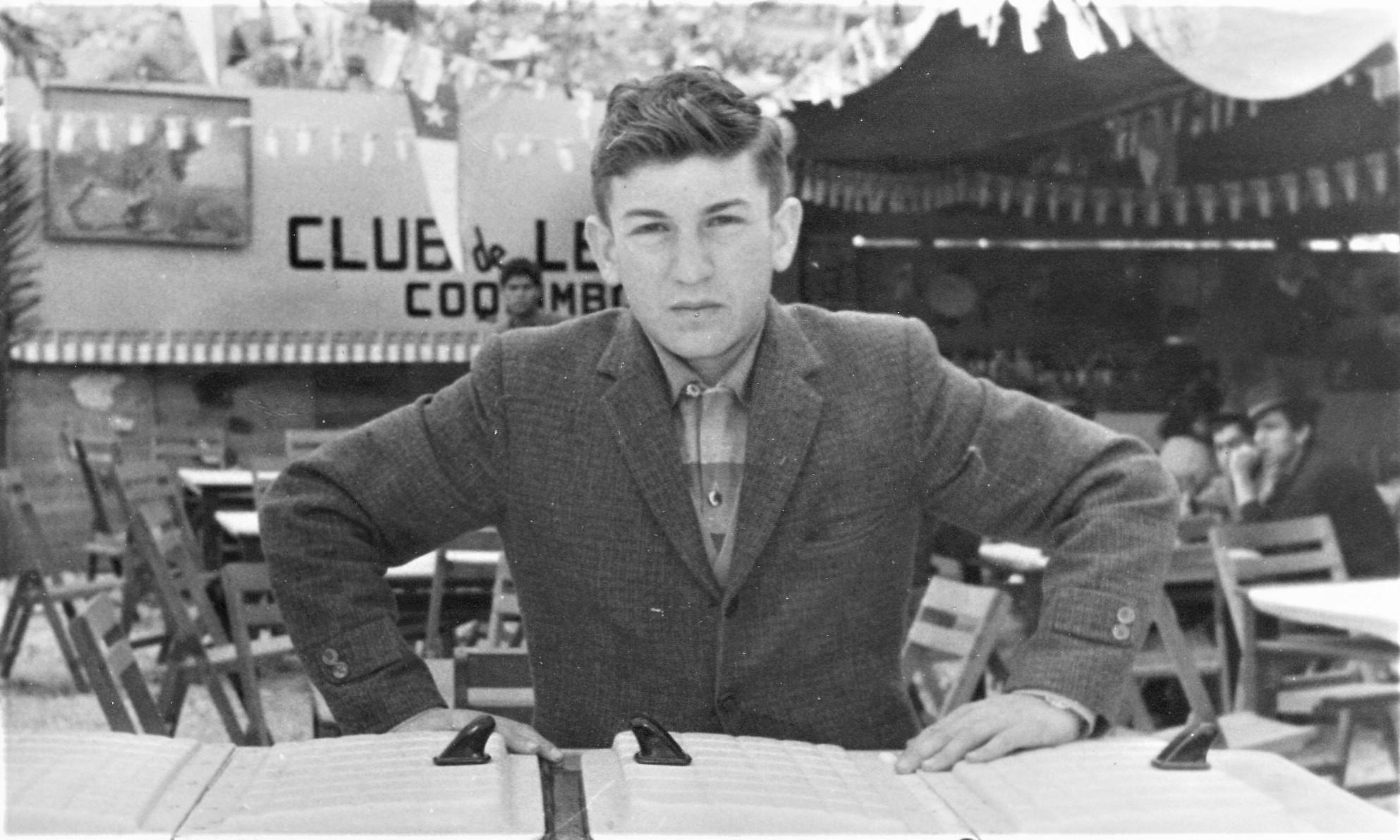 Enterreno - Fotos históricas de chile - fotos antiguas de Chile - Joven trabajando en La Pampilla en 1963