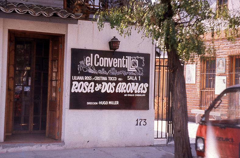 """Enterreno - Fotos históricas de chile - fotos antiguas de Chile - Restorán """"El Conventillo"""", Santiago en 1989"""