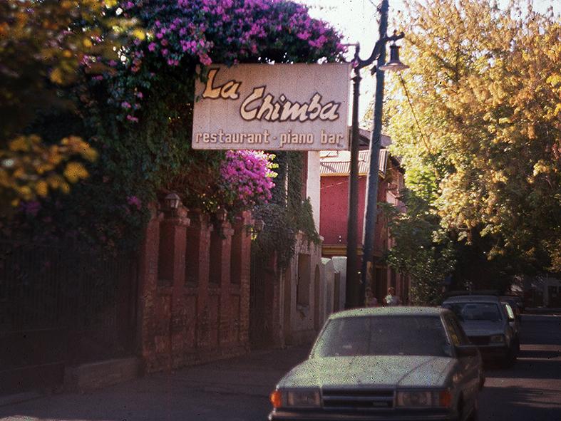 """Enterreno - Fotos históricas de chile - fotos antiguas de Chile - Restorán """"La Chimba"""" en Barrio Bellavista, 1989"""