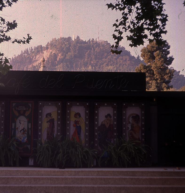 Enterreno - Fotos históricas de chile - fotos antiguas de Chile - Café del Puente en 1989