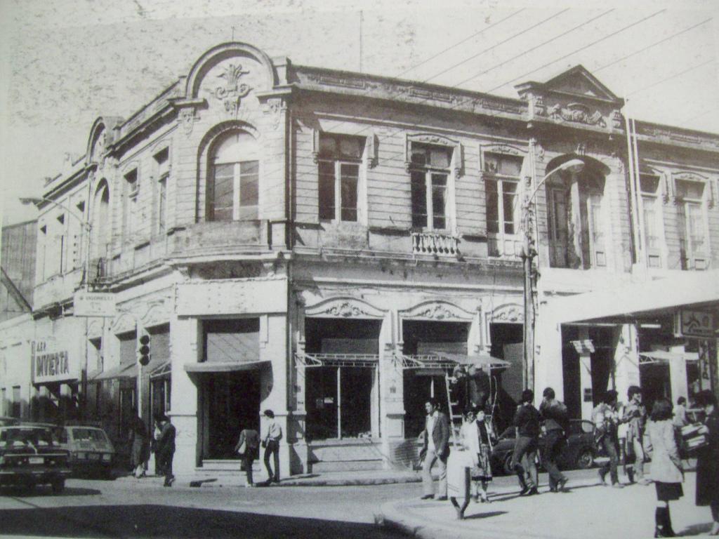 Enterreno - Fotos históricas de chile - fotos antiguas de Chile - Edificio Manuel Bulnes de Talcahuano en 1980