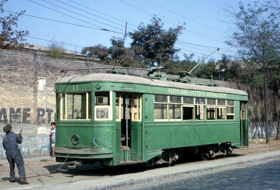 Enterreno - Fotos históricas de chile - fotos antiguas de Chile - Tranvía N°11 del Ferrocarril Eléctrico Santiago Oeste, 1964