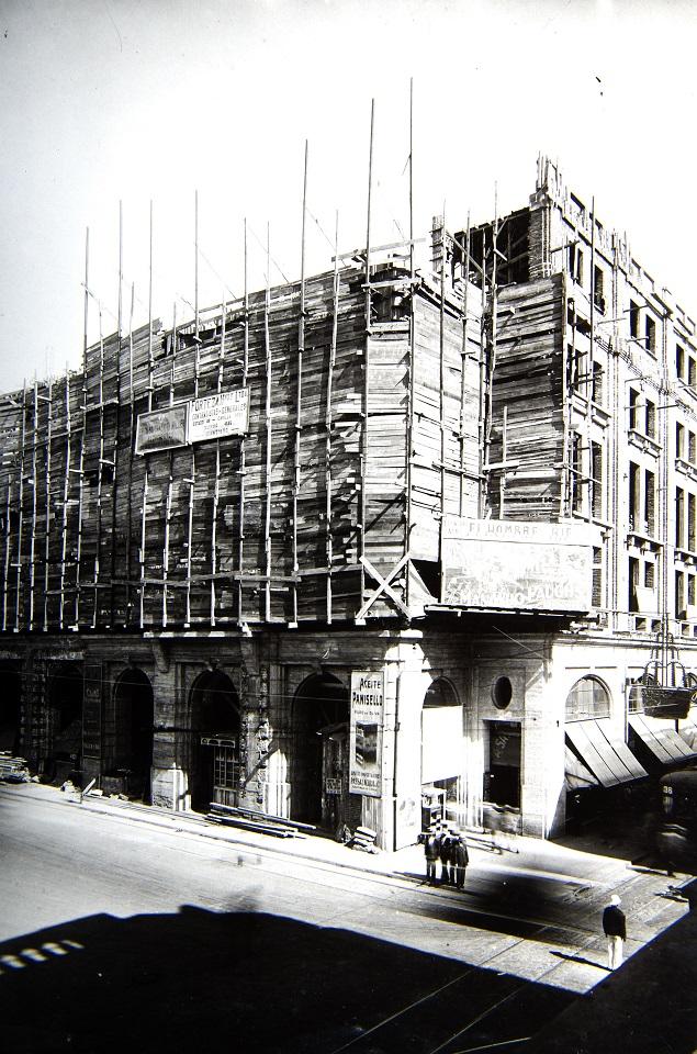 Enterreno - Fotos históricas de chile - fotos antiguas de Chile - Remodelación del portal Fernández Concha en 1929