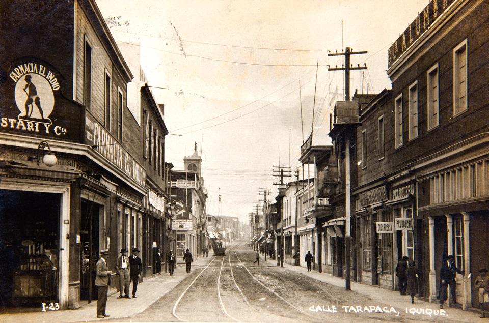 Enterreno - Fotos históricas de chile - fotos antiguas de Chile - Calle Tarapacá, Iquique Circa. 1910