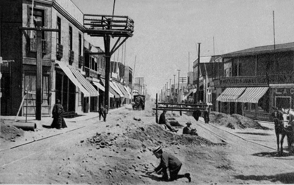 Enterreno - Fotos históricas de chile - fotos antiguas de Chile - Antofagasta, calle Angamos. Circa. 1910