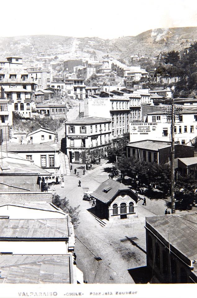 Enterreno - Fotos históricas de chile - fotos antiguas de Chile - Plazuela Ecuador de Valparaíso en 1939
