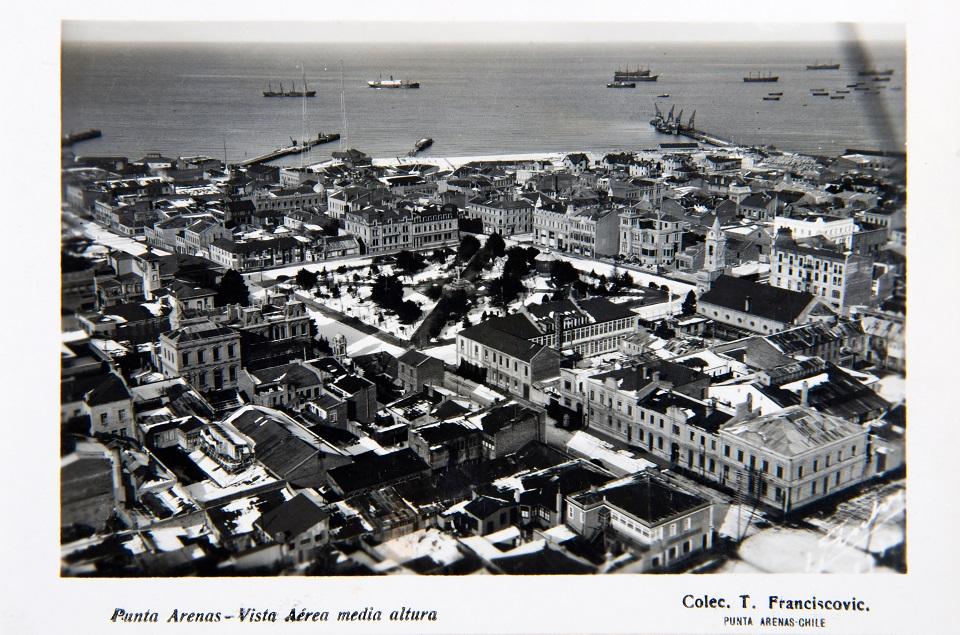 Enterreno - Fotos históricas de chile - fotos antiguas de Chile - Viista aérea de Punta Arenas circa. 1930