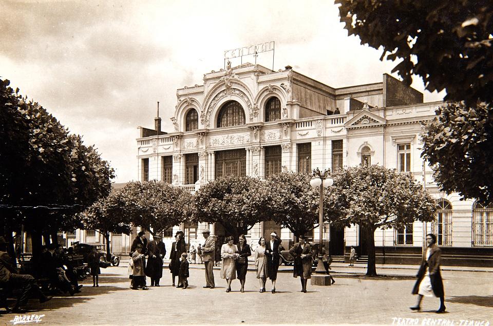 Enterreno - Fotos históricas de chile - fotos antiguas de Chile - Teatro Central de Temuco en 1940