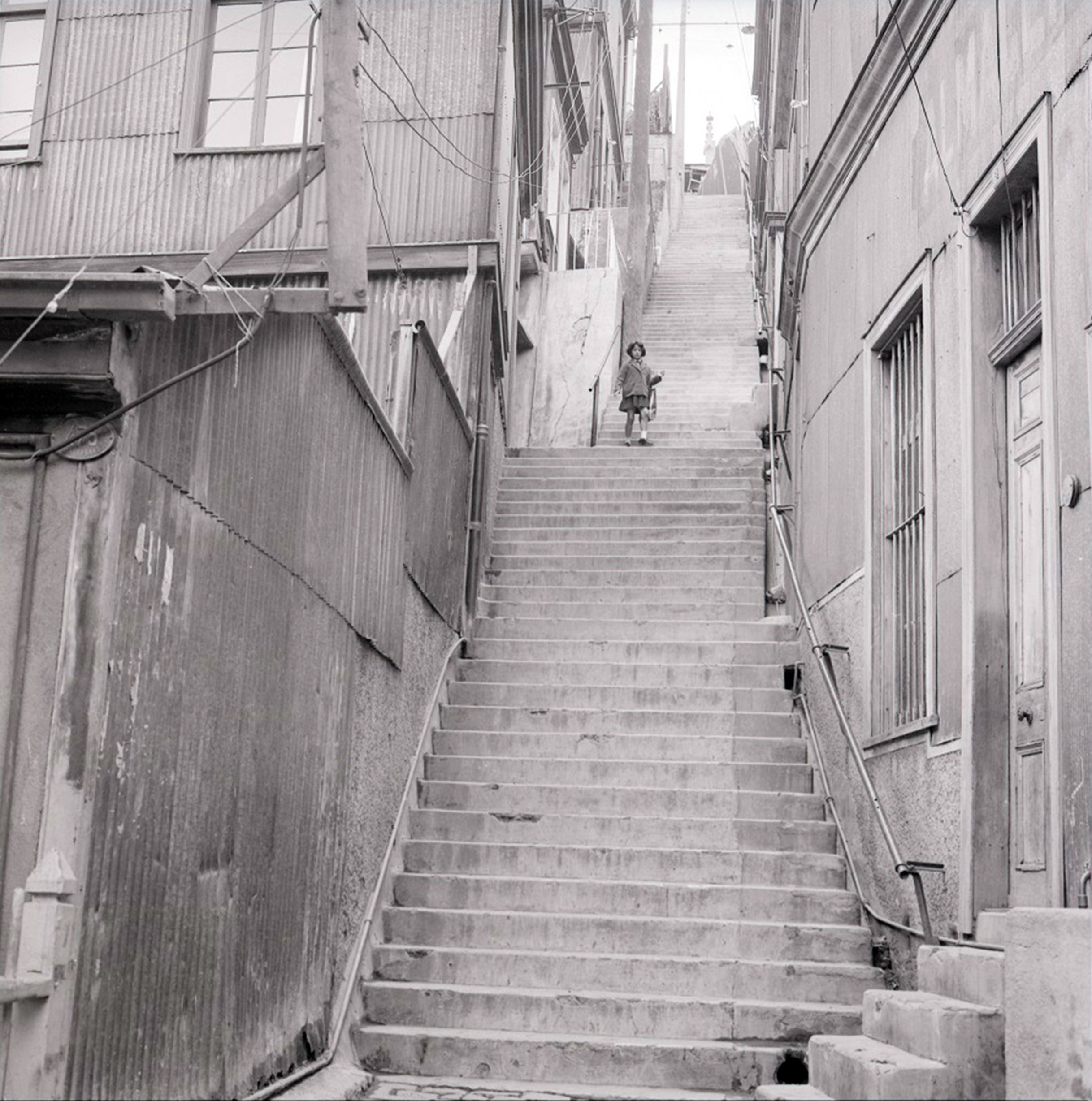 Enterreno - Fotos históricas de chile - fotos antiguas de Chile - Pasaje Morchio, Valparaíso, 1969