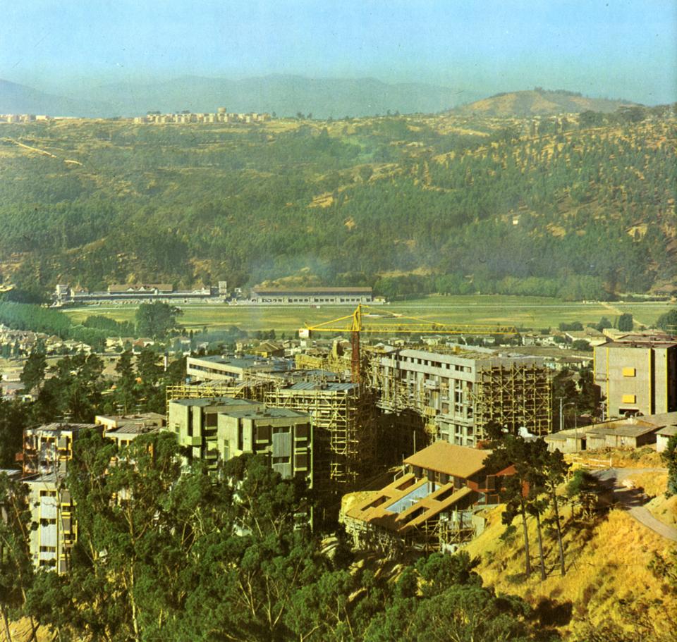 Enterreno - Fotos históricas de chile - fotos antiguas de Chile - Conjunto Habitacional 7 Hermanas, 1976