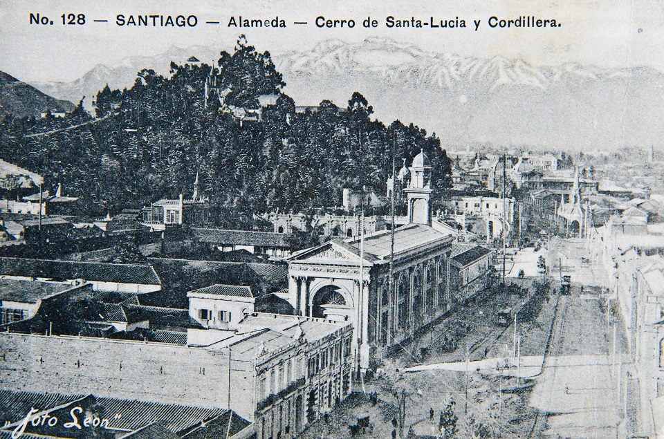 Enterreno - Fotos históricas de chile - fotos antiguas de Chile - La Alameda y Santa Lucía ca. 1900