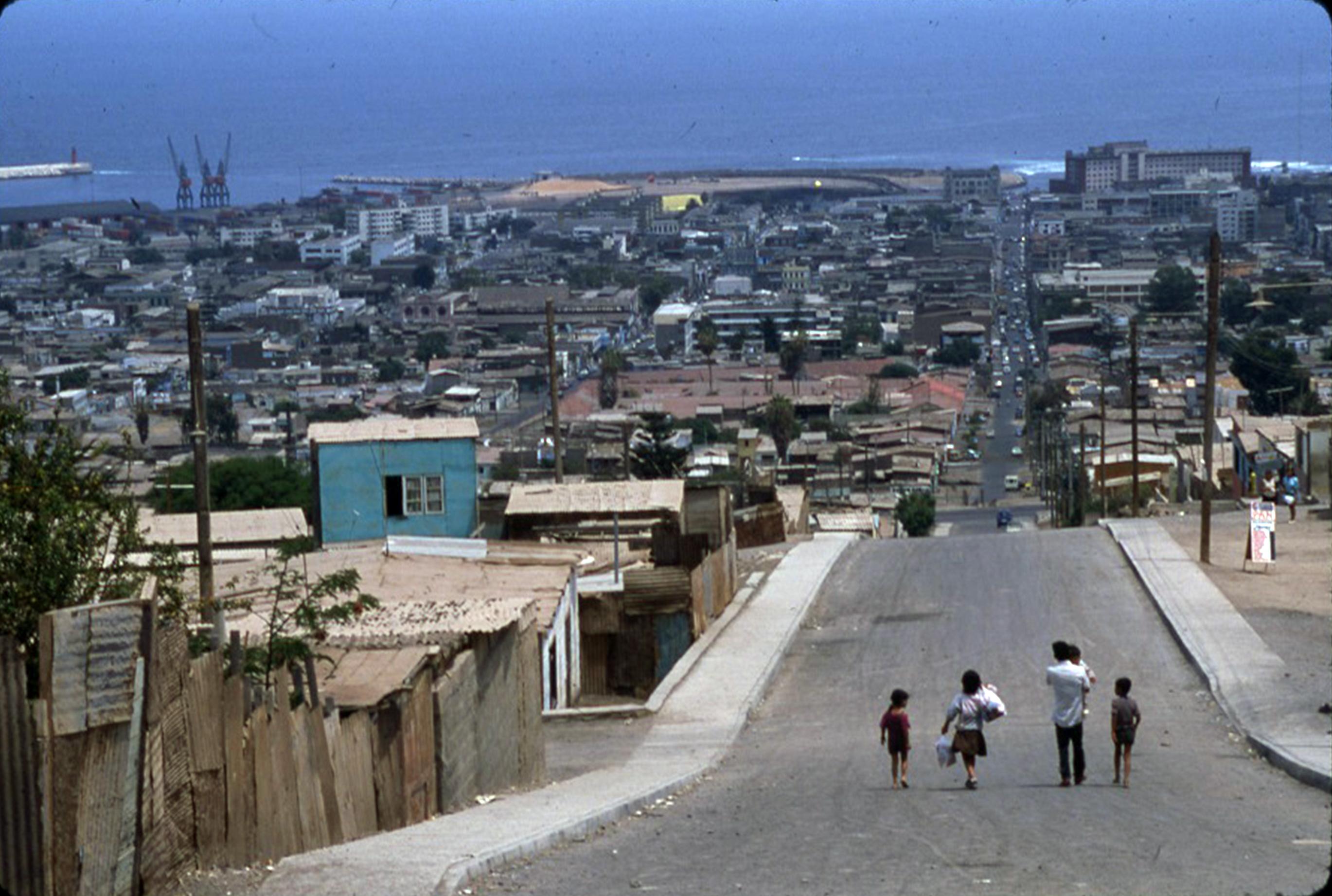 Enterreno - Fotos históricas de chile - fotos antiguas de Chile - Calle Baquedano de Antofagasta, ca. 1990