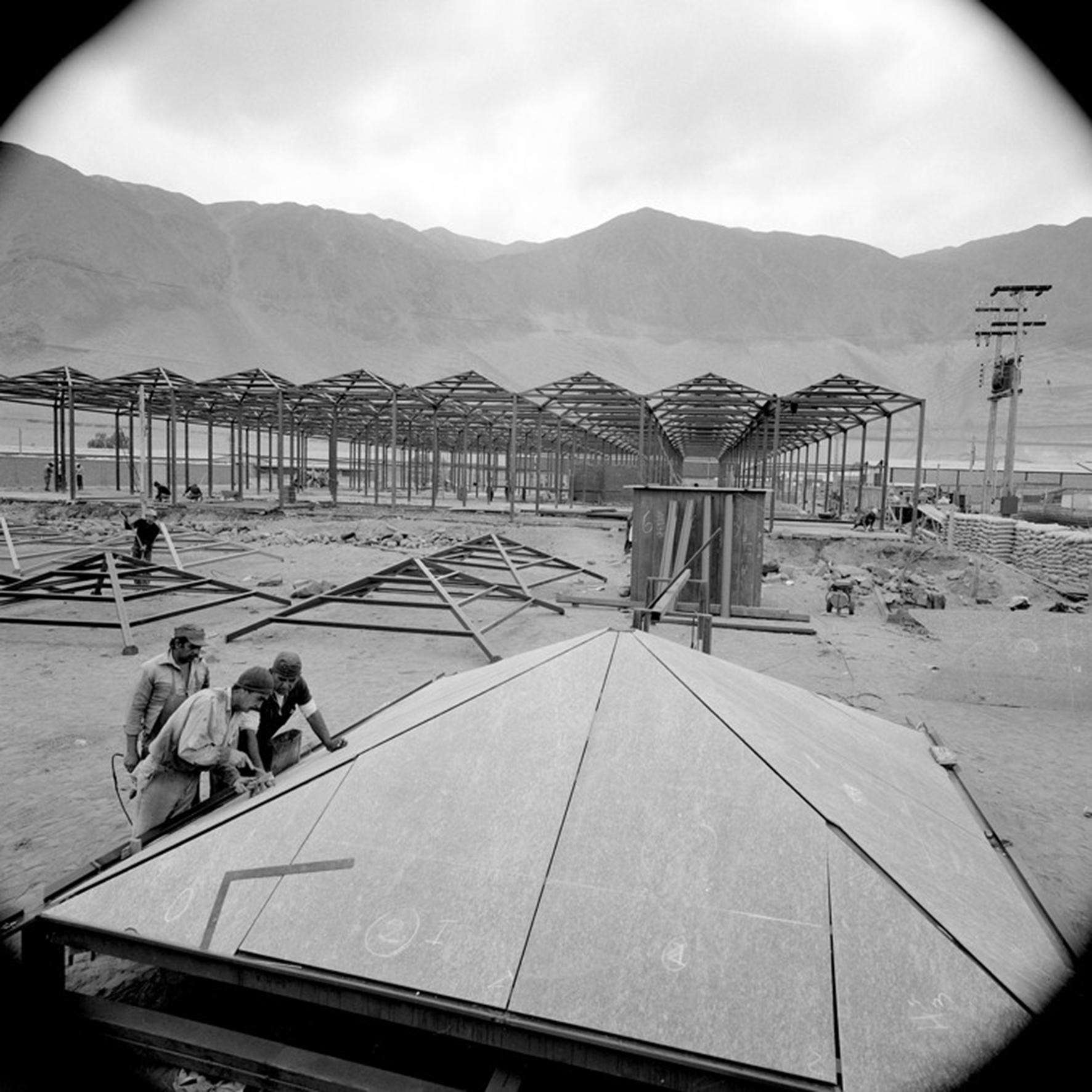 Enterreno - Fotos históricas de chile - fotos antiguas de Chile - Construcción de la Zona Franca de Iquique, 1979
