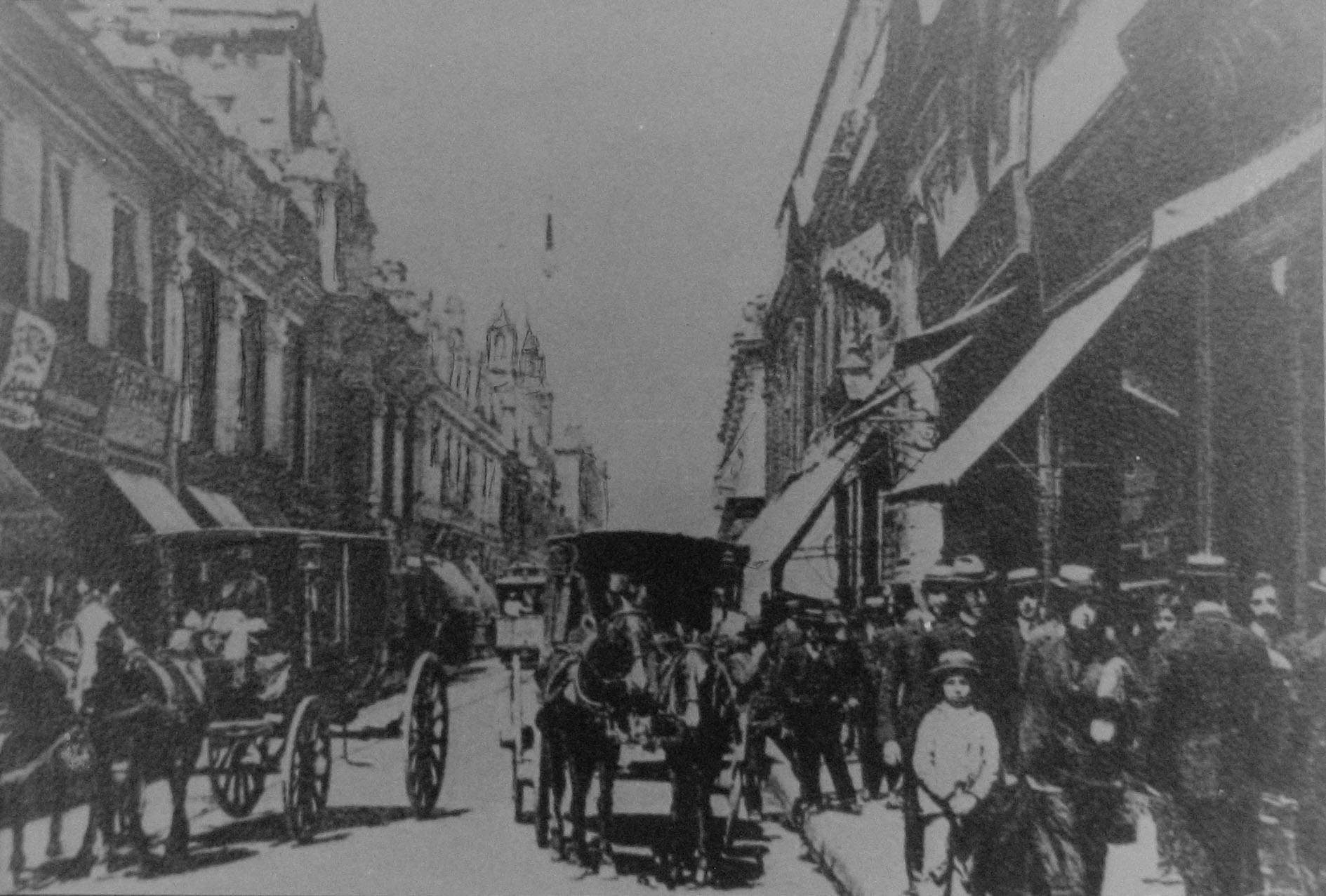 Enterreno - Fotos históricas de chile - fotos antiguas de Chile - Calle Ahumada de Santiago en 1900