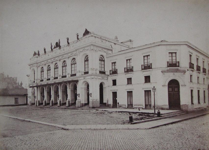 Enterreno - Fotos históricas de chile - fotos antiguas de Chile - Santiago, Teatro Municipal