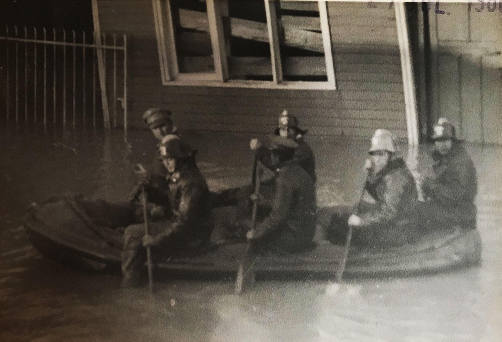 Enterreno - Fotos históricas de chile - fotos antiguas de Chile - Inundación Lago Riñihue 1960