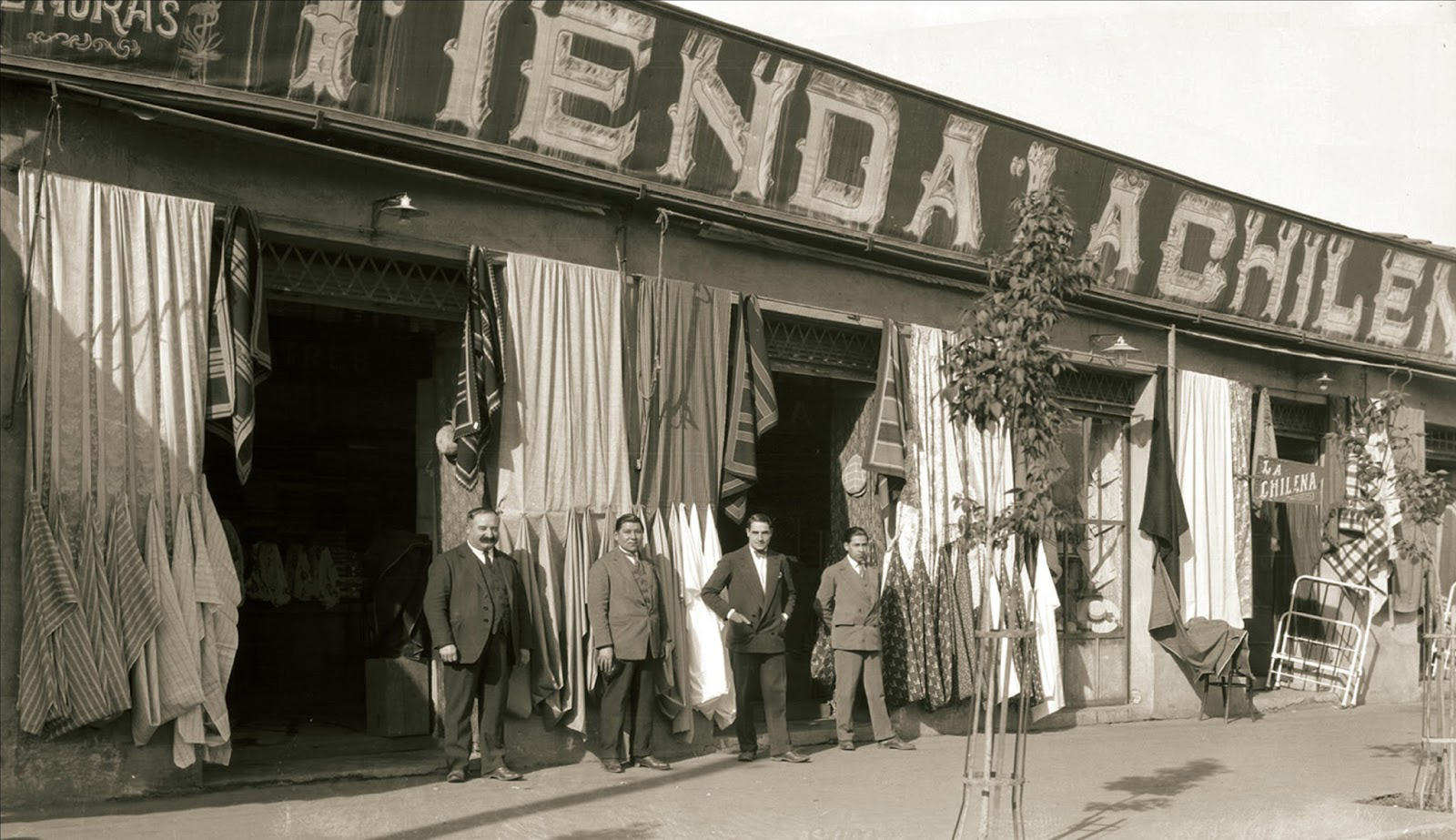 Enterreno - Fotos históricas de chile - fotos antiguas de Chile - Comercio en San Fernando ca. 1920